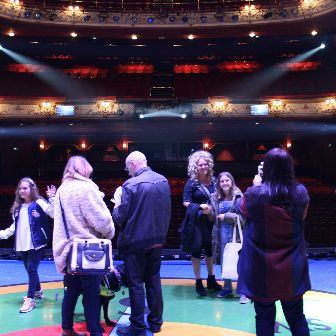 Peter Pan – Backstage Tour – smile for the camera!
