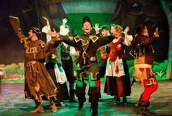 Fun-Packed Spring Pantomime Hits The Bulls-Eye