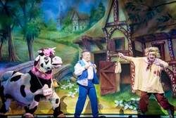 JACK AND THE BEANSTALK AT THE ALHAMBRA THEATRE, BRADFORD OPENS TO PACKED HOUSES!