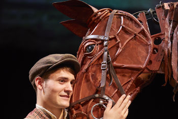 The National Theatre production of WAR HORSE returns to the Alhambra Theatre, Bradford – THE ONLY VENUE IN YORKSHIRE!